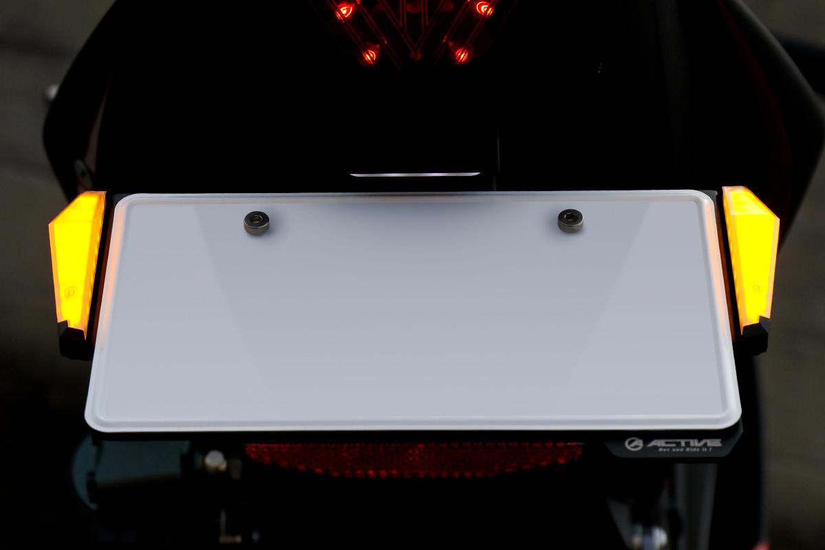 アクティブ LEDナンバーサイドウインカーコンパクト 点灯時