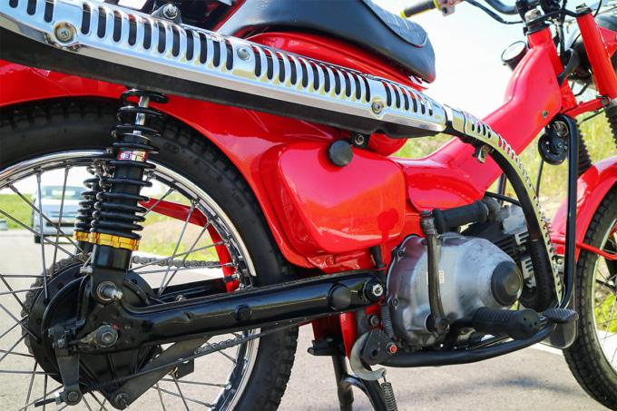 オートボーイ津田沼のリサイクルカブサービスでリフレッシュしたハンターカブ(CT110、'81年式)のサイドカバー