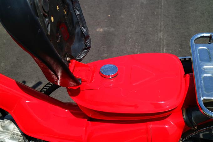 オートボーイ津田沼のリサイクルカブサービスでリフレッシュしたハンターカブ(CT110、'81年式)燃料タンク