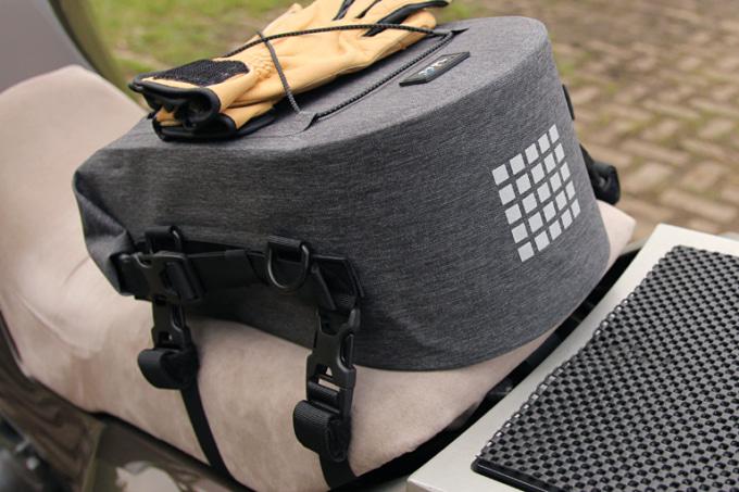 TTPL シームレス防水バッグ touring7(ツーリング7)を車両に装着した例