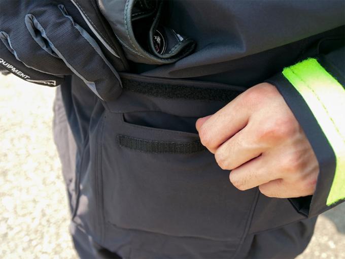 クシタニ K-3025 ストレッチレインスーツ ジャケットのポケット