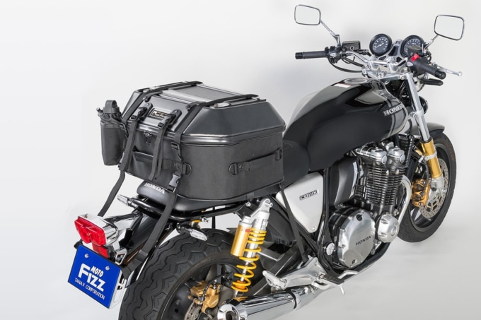 TANAX キャンプテーブルシートバッグを積載したバイク