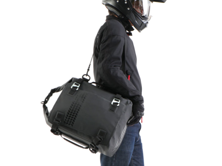DOPPELGANGER DBT575-BK ターポリンシートバッグ デイズを肩がけで使用