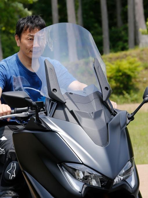 ヤマハ TMAX560 TECH MAX ABS 電動式ウインドスクリーンを上げた状態