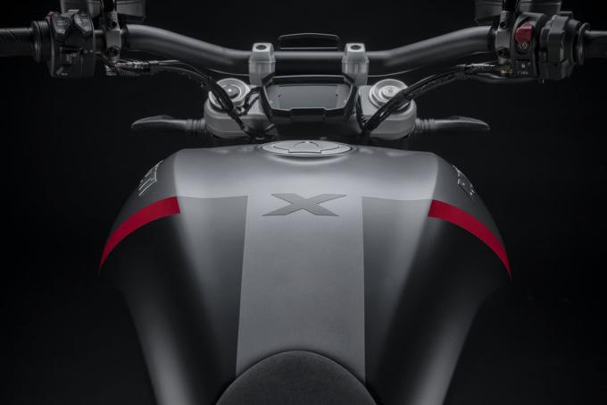 ドゥカティ 2021年モデル Xディアベル タンク
