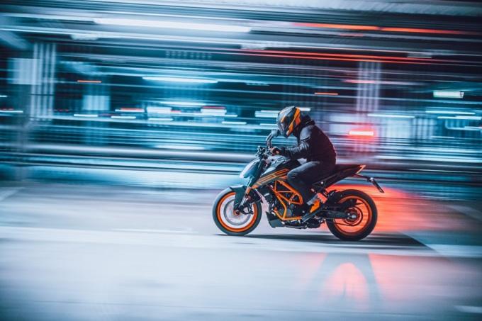 KTM 125DUKE 2021年モデル アクションカット
