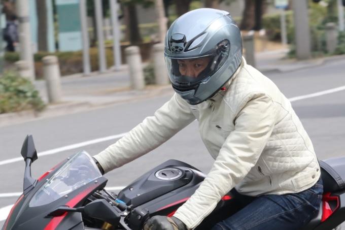 カブトの新型ヘルメット・SHUMA(シューマ)装着イメージ