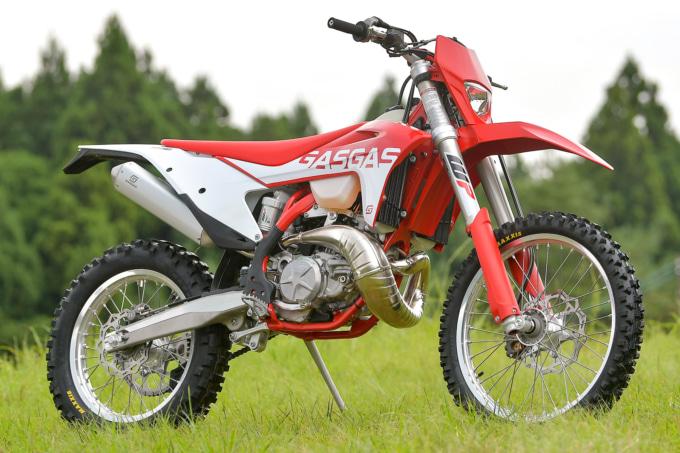 GASGAS EC250(2022年モデル)7:3ビュー